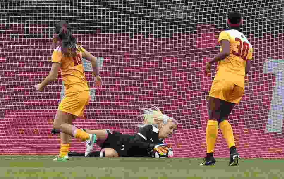 Nelson saves day for Utes in a 0-0 tie with USC in women's soccer
