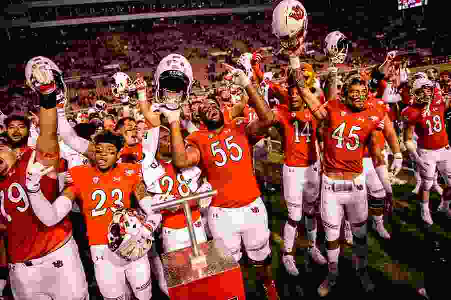 Utes jump into the Top 25 after dominating USC