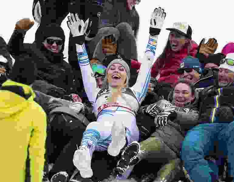 Lindsey Vonn finishes her skiing career with an emotional run and a third-place finish