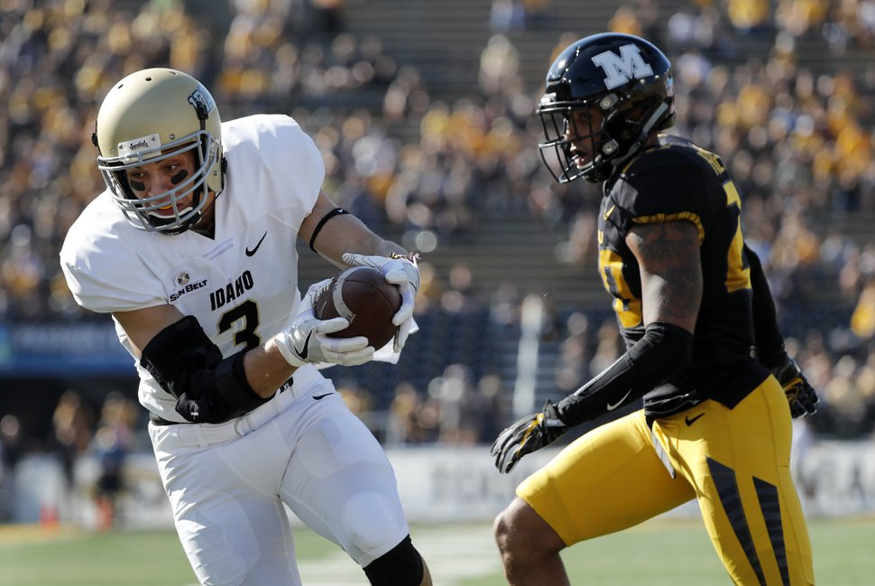 Idaho's Kaden Elliss (3) catches a touchdown pass as Missouri's Kaleb Prewett defends during the first half of an NCAA college football game Saturday, Oct. 21, 2017, in Columbia, Mo. (AP Photo/Jeff Roberson)