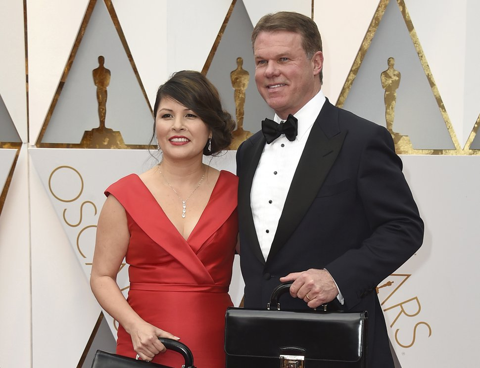 (Jordan Strauss/Invision   AP file photo) Martha L. Ruiz, left, and Brian Cullinan from PricewaterhouseCoopers at the Oscars in Los Angeles on Feb. 26, 2017.