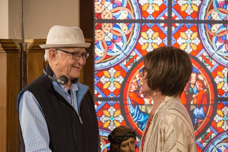 Michael Yarish | Netflix Norman Lear and Rita Moreno on the set of ÒOne Day at a Time.Ó