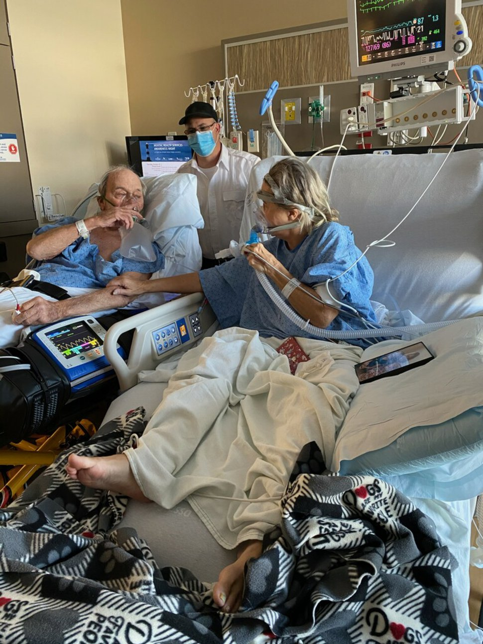 (Photo courtesy Lindsay Wootton) Bert Porter and his daughter, Tracy Larsen, visit with each other while in the hospital battling complications from COVID-19. The father and daughter both died from the disease in October 2020.