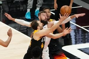 (Francisco Kjolseth   The Salt Lake Tribune) Memphis Grizzlies center Jonas Valanciunas (17) tries to block Utah Jazz forward Bojan Bogdanovic (44) in the first half of Game 5 of an NBA basketball first-round playoff series Wednesday, June 2, 2021, in Salt Lake City, UT.