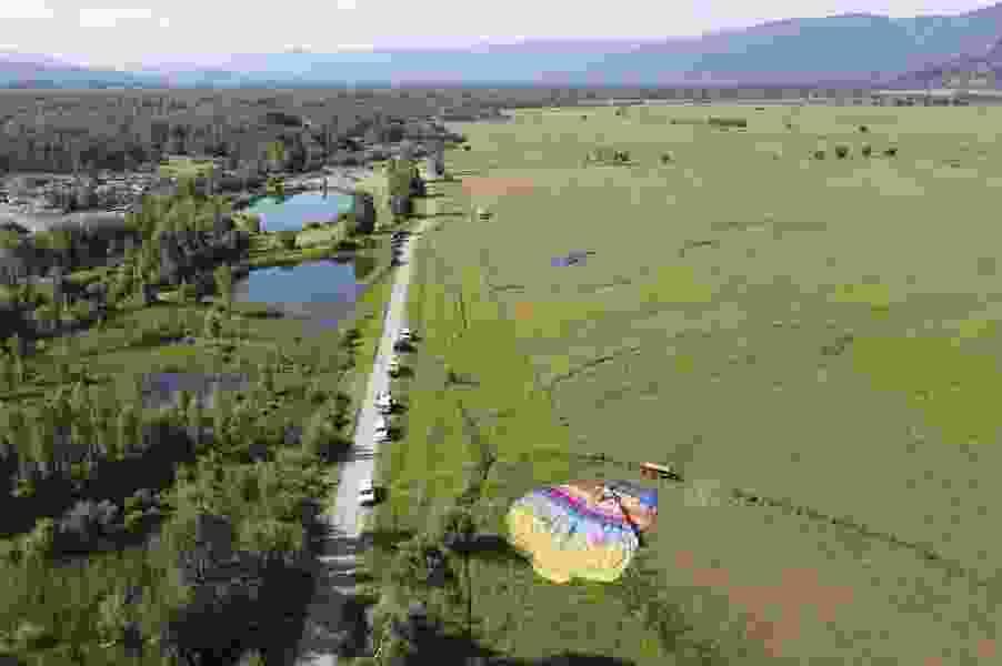 Three Wyoming sightseeing balloons crash, as many as 20 injured