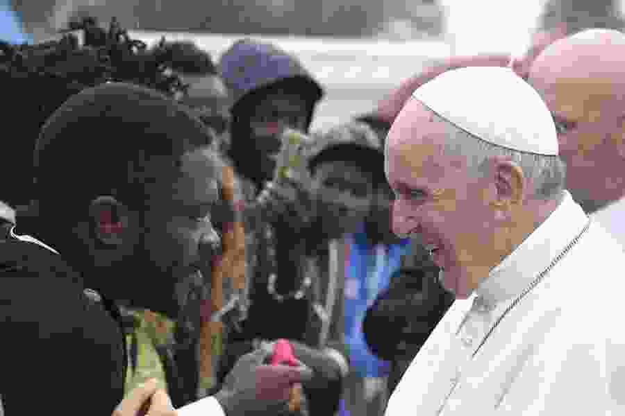 Pope Francis decries fomenting fear of migrants for political gain