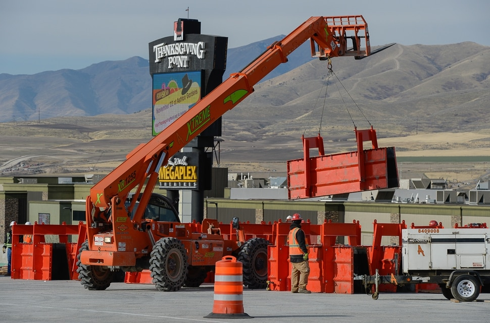 (Francisco Kjolseth | The Salt Lake Tribune) UDOT completes the first stage of the new Triumph Blvd bridge in Lehi, opening East to West traffic on Thursday, Nov. 1, 2018, as part of the I-15 Technology Corridor Project.