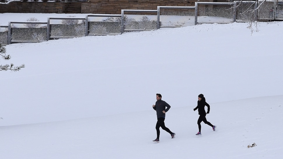 (Francisco Kjolseth | The Salt Lake Tribune) A pair of runners get in some early morning exercise on the snow covered slopes of Bonneville Golf Course in Salt Lake City on Saturday, Dec. 1, 2018.