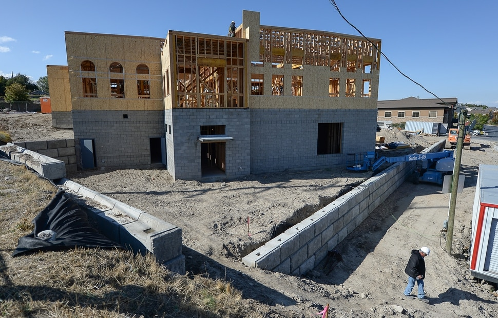 (Francisco Kjolseth | The Salt Lake Tribune) Construction crews work on the site of the half-finished mosque going up in West Jordan at 984 W 9000 South on Tuesday, Oct. 1, 2019.