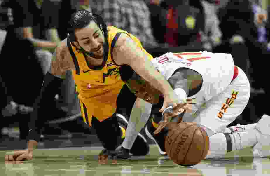 Hawks pull away late to seal win over Jazz