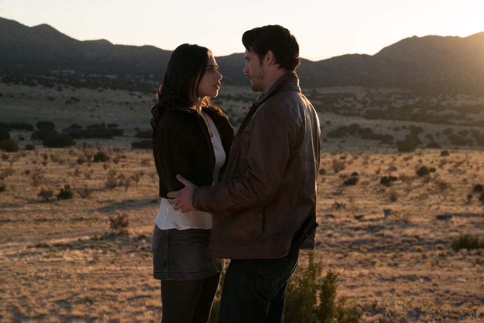 "(Photo courtesy Ursula Coyote/The CW) Jeanine Mason as Liz Ortecho and Nathan Dean Parsons as Max Evans in ""Roswell, New Mexico."""