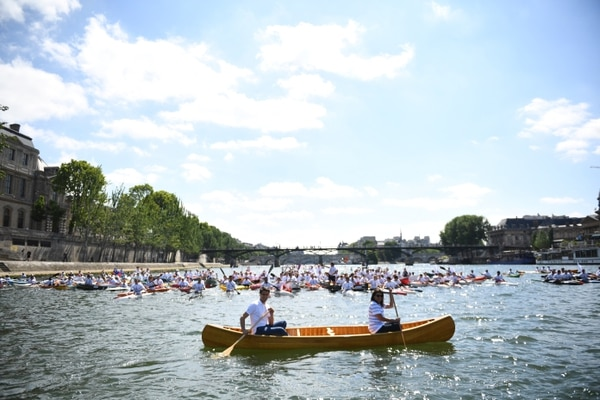 Paris Mayor Anne Hidalgo, right, and the co-president of the Paris bid for the 2024 Olympics Tony Estanguet paddle on the Seine river in Paris Friday, June 23, 2017. Paris is aiming to boost its bid for the 2024 Olympics by turning some of its world-famous landmarks over to sports for two days, with 100-meter races on a track floating on the Seine, high-diving into the river, cycling around the Arc de Triomphe and other events to showcase the French capital's suitability for the games. (Martin Bureau, Pool via AP)