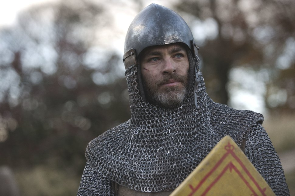 """This image released by Netflix shows Chris Pine in a scene from David Mackenzie's Robert the Bruce epic """"Outlaw King,"""