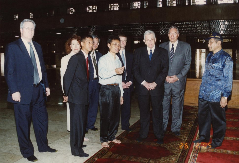(photo courtesy Agus Setijawan) LDS apostle Boyd K. Packer was in Indonesia, meeting -- and praying -- with Muslim leaders in Jakarta's largest mosque in 2005