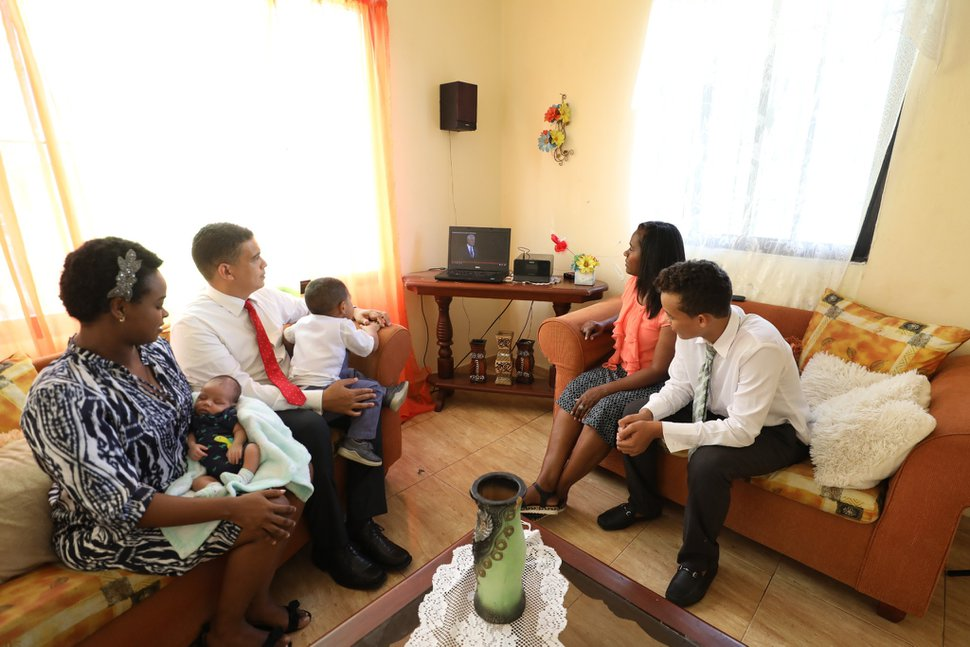(Photo courtesy of The Church of Jesus Christ of Latter-day Saints) Family members from the Dominican Republic watch General Conference on Saturday, Oct. 3, 2020.