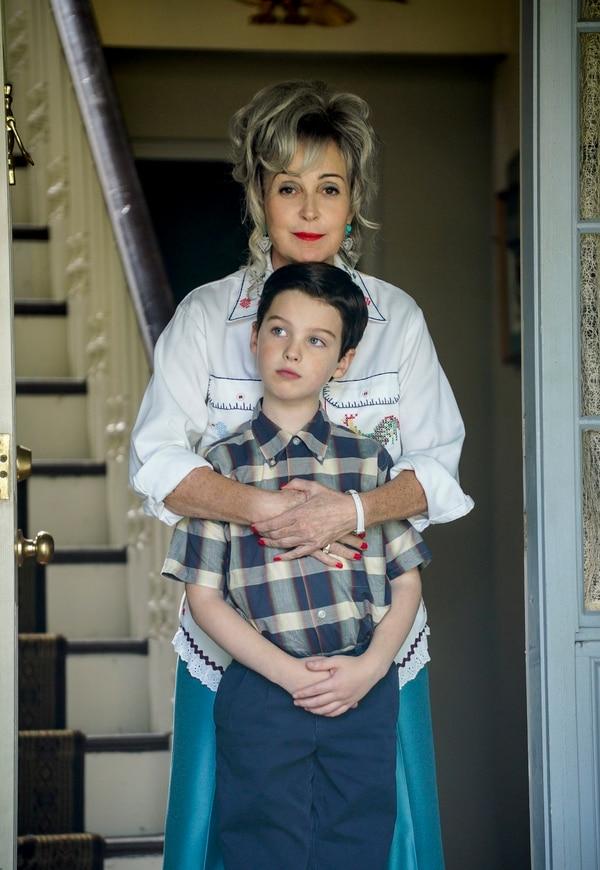 "(Photo: Richard Cartwright/CBS) Sheldon (Iain Armitage) and his Meemaw (Annie Potts) on ""Young Sheldon."""