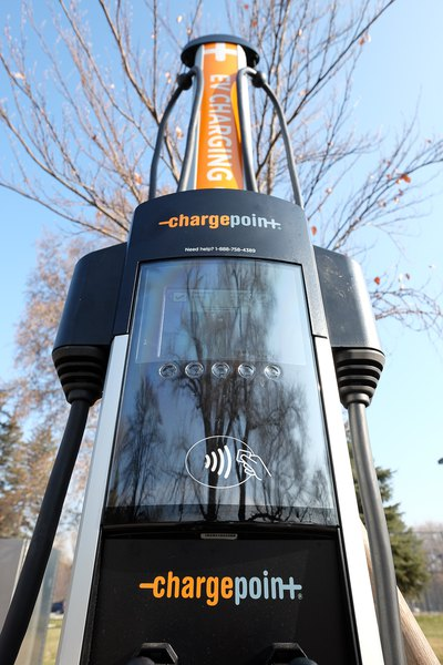 Charging station network launches to allow electric-car ...