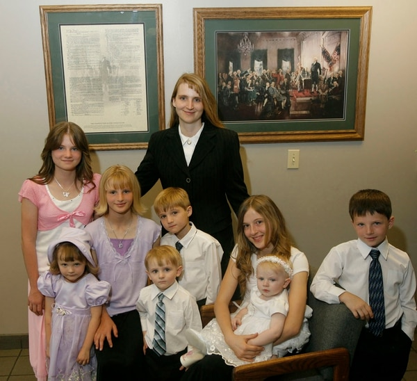 (Rick Egan | Tribune File Photo) Laura Fuller of the Kingston Group with her kids on May 26, 2006.
