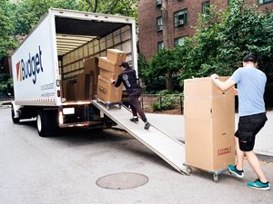 (OK McCausland|The New York Times) FILE — Movers at work in New York on June 27, 2020. When the pandemic hit, many people who lost their jobs also decided to discontinue their apartment leases and live with someone else temporarily, causing rents to slump.